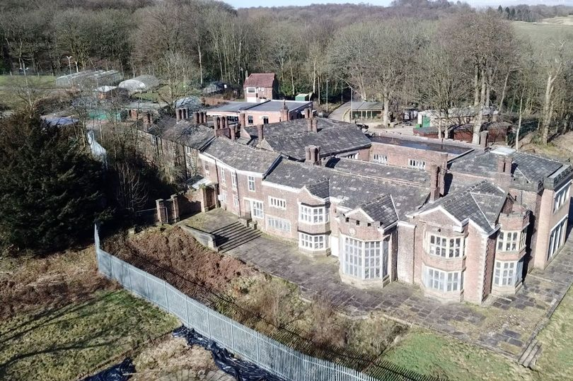 Manchester Evening News: The fight to save a historic hall from crumbling to the ground is really moving now: Hopwood Hall Rochdale